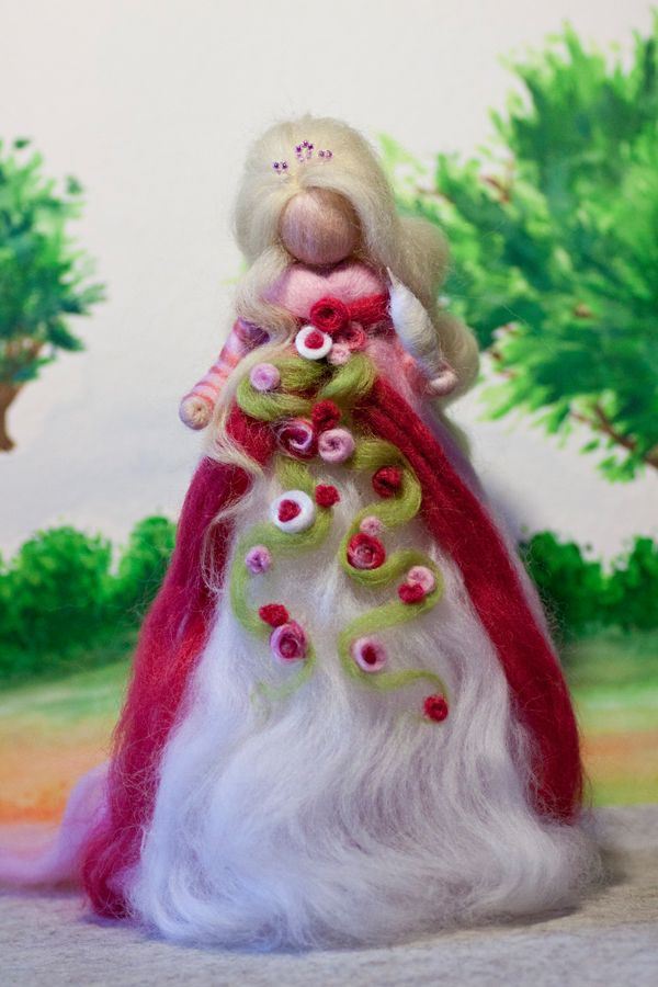 wool fairy, Dornröschen aus Märchenwolle, fairy, felt, wool, craft, jahreszeitentisch, märchenwolle, waldorf, sleeping beauty https://www.facebook.com/Colorspell