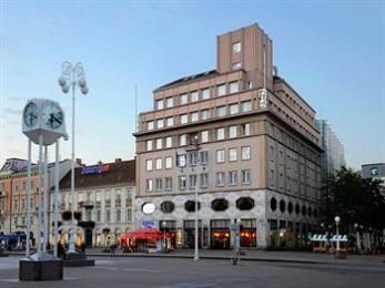 Hotel Dubrovnik Zagreb Croatia, the most convient hotel near the center of the old, historic part of the city.  Excellent staff.  We have stayed here on our heritage tours, beginning in 2005    http://hotel-dubrovnik.hr/en/