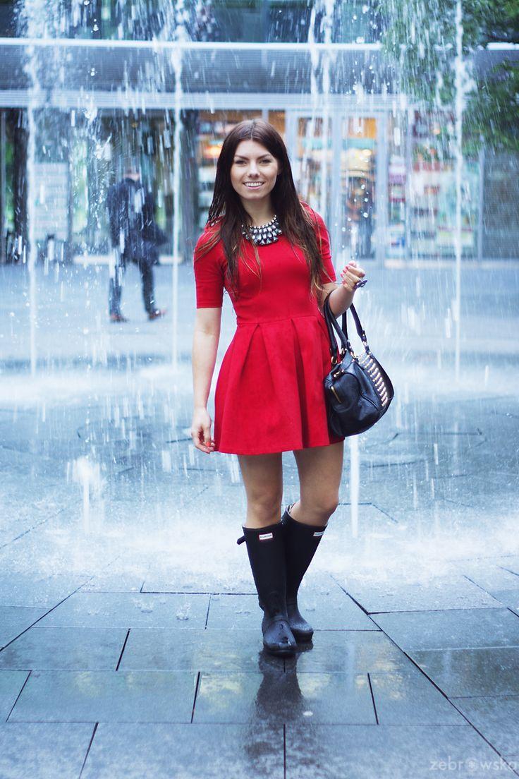 Kalosze Hunter / Rainy Day / Woman in Red | Smoke Signal