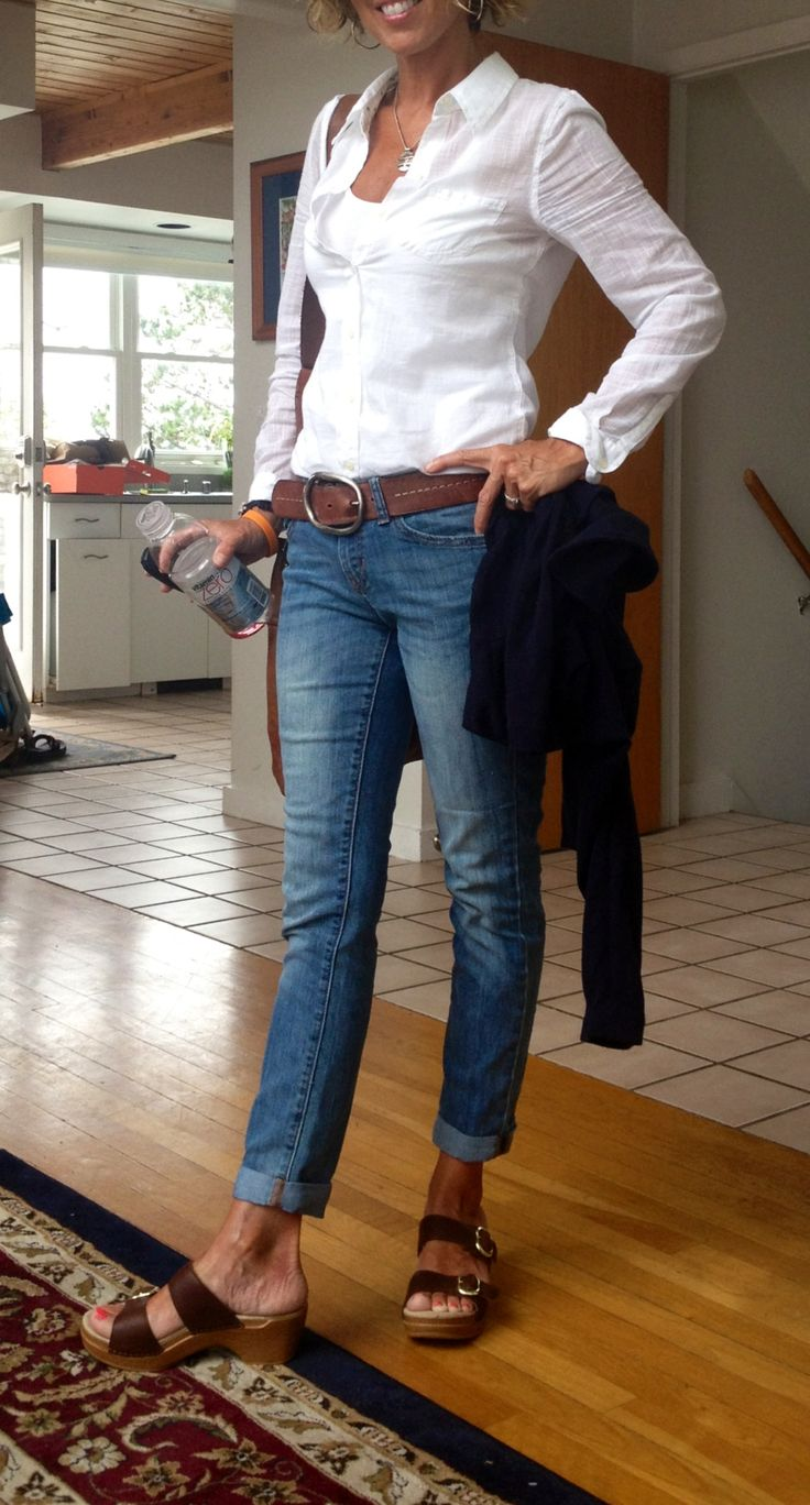 White shirt, jeans and Dansko shoes.  Total comfort and style.