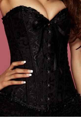 Corsé Negro Glamour - ¡Uno de nuestros mejores corsés! El Corsé Negro Glamour combina un espectacular Corsé Negro, con un brocado elegante, y una sensual faldilla de raso Negra. ¡Una combinación impresionante!