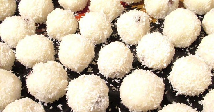 Składniki:  mleko (200g)  woda (200g)  kasza manna (100g)  cukier (20g)  cukier waniliowy (30g)  migdały (15g)  wiórki kokosowe (...