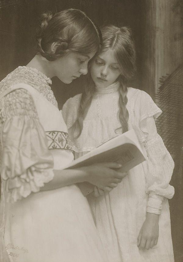 Gertrude and Ursula Falke 1906: Falk 1906, Gertrude, Vintage Hair, Vintage Photos, Vintagehair, Young Women, Book, Vintage Girls, Ursula Falk