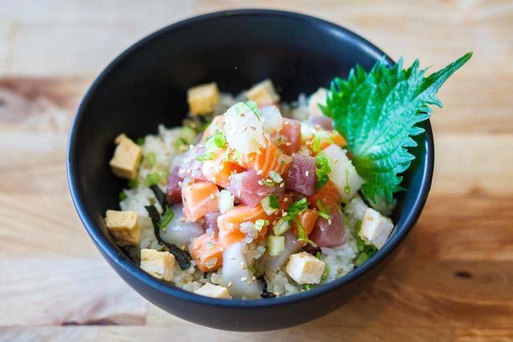 Kounosuke in Utrecht is een welkome afwisseling qua culinair Japans. Hier geen sushi en sashimi maar don: kommetjes rijst met toppings en een bouillon.