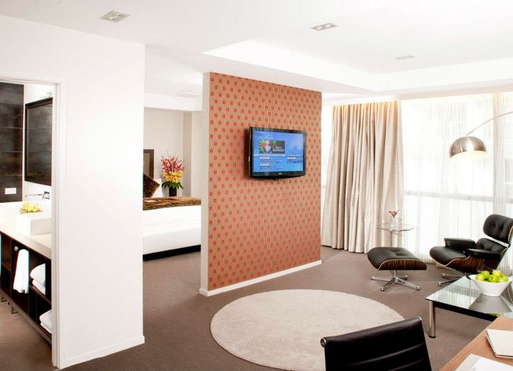 The lounge of a Executive Suite at Rydges Auckland.