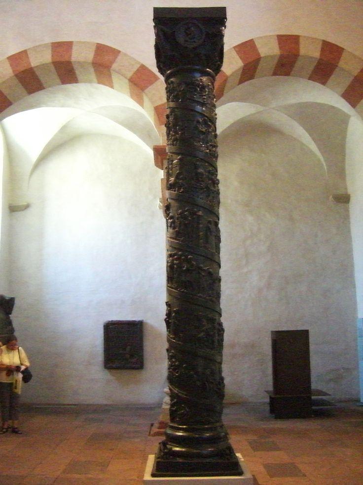 Die Christussäule, hier am vorübergehenden Ort in St Michaelis 2011, während der Restaurierungsarbeiten im und am Dom.