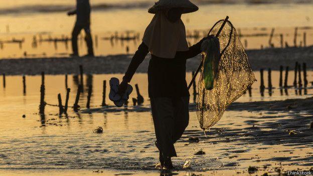 """Os gigantes emergentes fizeram """"progressos enormes"""" na redução da pobreza extrema. Mas a pobreza dos trabalhadores ainda permanece um grande desafio para esses países"""", afirma o estudo."""