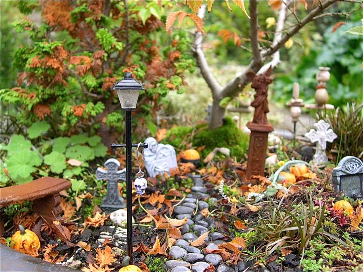 halloween miniature garden | Miniature Halloween Garden looks perfect left unkempt only helps the ...