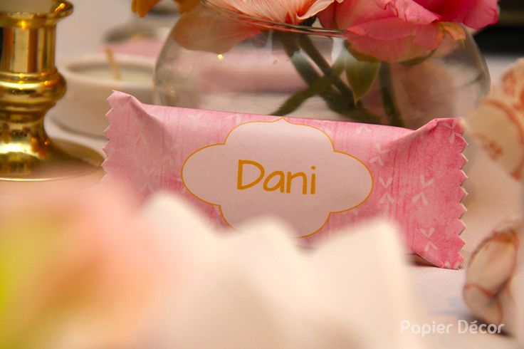 Dia 30 de setembro a Dani (sócia da Papier Décor) comemorou seus 30 aninhos! A paleta de cores utilizada foi rosa antigo e dourado. Utilizamos muitas rendas e pérolas, flores da estação e objetos d…