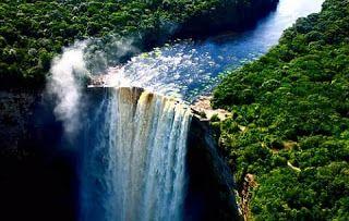 Air Terjun Kaieteur adalah air terjun terluas di dunia yg terletak di Taman Nasional Kaieteur, Essequibo, Guyana. Air Terjun Kaieteur memiliki tinggi 226 meter dan merupakan salah satu air terjun yang paling kuat di dunia dengan kecepatan aliran rata-rata 663 meter kubik per detik.