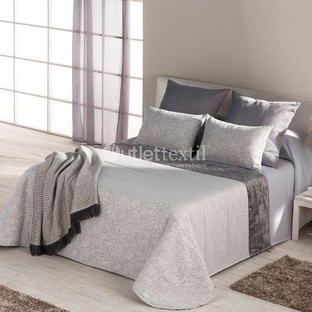 Colcha Bouti JAMES de la firma Barbadella Home. Se trata de un diseño elegante y moderno con el que podrás vestir tu cama durante esta nueva temporada.