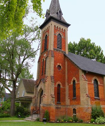 Learn about the historic town of Unionville in this Self Guided Walking Tour & Scavenger Hunt   Unionville City Link (GTA) #discover #tour #toronto #unionville UrbanQuest.com
