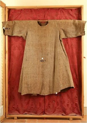 Based on the results of the 2007 carbon-14 testing, the Cortona tunic was found to date between 1155 and 1225, which falls within the lifetime of Saint Francis. While there is no way to prove the tunic actually was worn by Francis, the fact that it dates to the correct time and is thought to have been brought to Cortona by Brother Elias along with a cushion and book of gospels (which also date to the same era), increases the likelihood.
