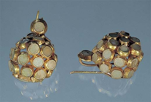 Earrings, gold and quartz, found at Pompeii Antiques : ♨️ :More At FOSTERGINGER At Pinterest ♨️