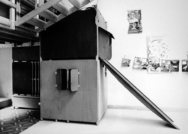 Play house by Gerrit van Bakel