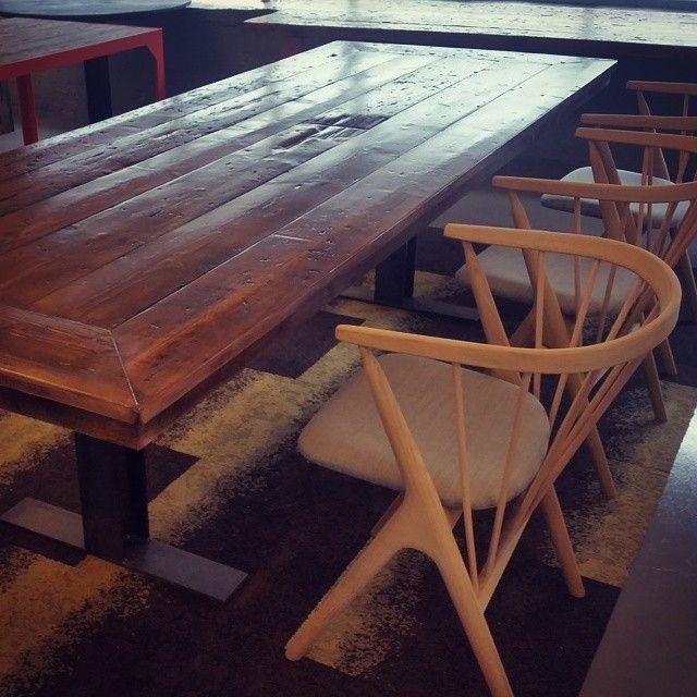 Bord #ålesund og #sibast8 stol #gjenbruksmaterialer #elskerdet #påbestilling #håndlagetavoss #barefordeg #drivvedland