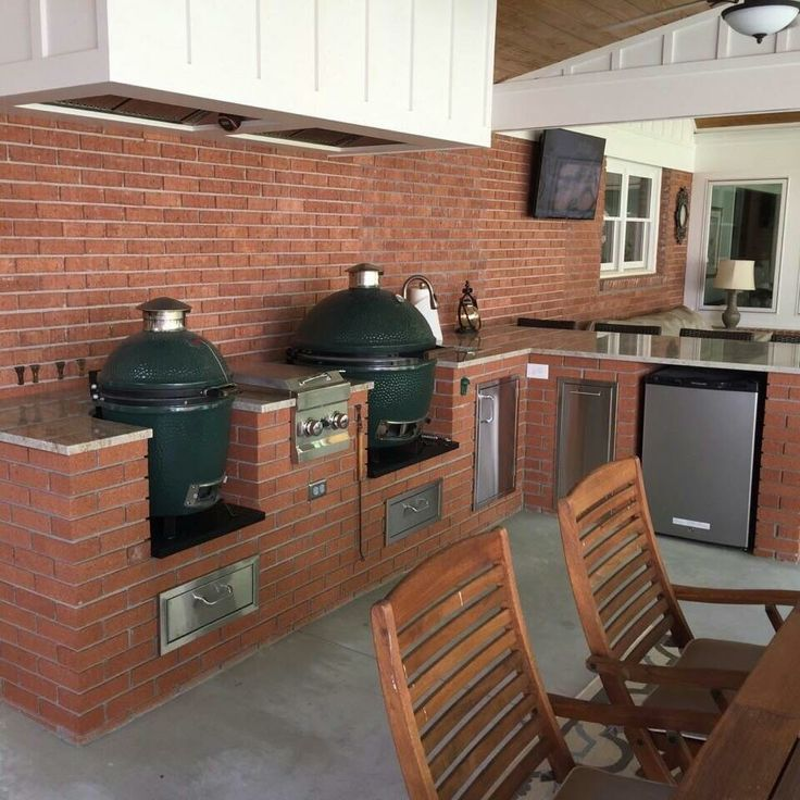Outdoor kitchen with Big Green Egg 473