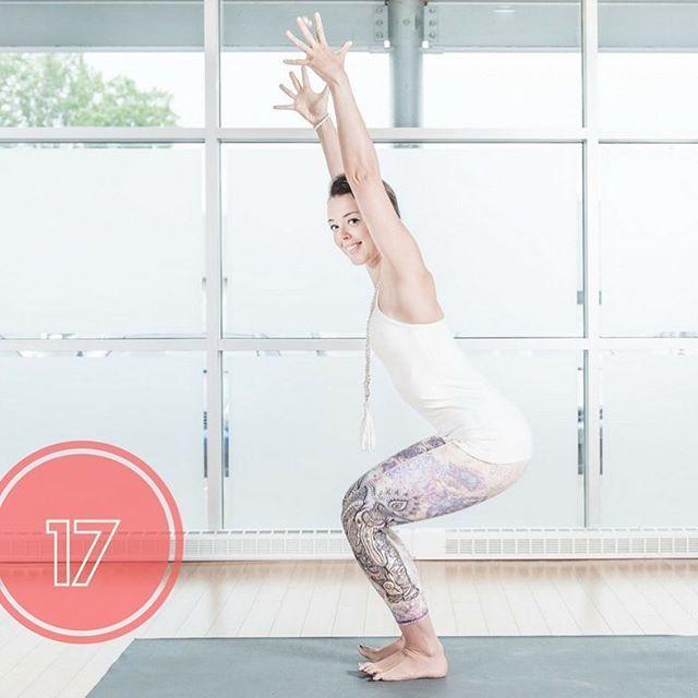 La posture de la chaise tonifie les muscles des membres inférieurs : fessiers, cuisses, mollets, chevilles, pieds et stimule le sens de l'équilibre. #utkatasana #yogapants #yoga #yogalife #tonus #bunsandthighs #buns