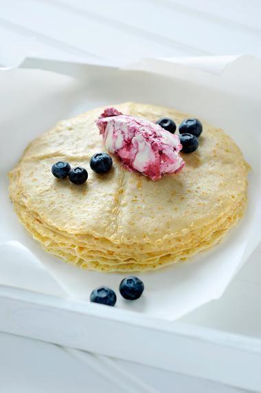 Havermoutpannenkoeken met mascarpone en rood fruit http://njam.tv/recepten/havermoutpannenkoeken-met-mascarpone-en-rood-fruit