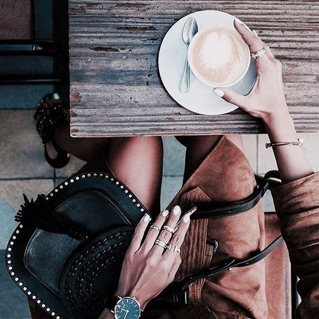 Bonjour!  #photo #followme #париж #город #франция #coffee #cafe #fashion #style #кафе #кофе #утро #instaphoto #instastyle #instafashion #bag