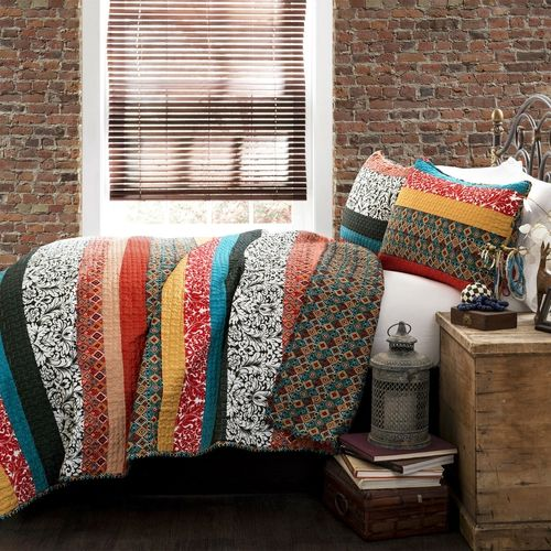 ***FREE SHIPPING*** Free spirited, untamed, rustic and yet chic, this King size 3-Piece Quilt Set in Modern Colorful Stripe Geometric Floral Pattern is a perfect piece of modern time creativity. Uniqu