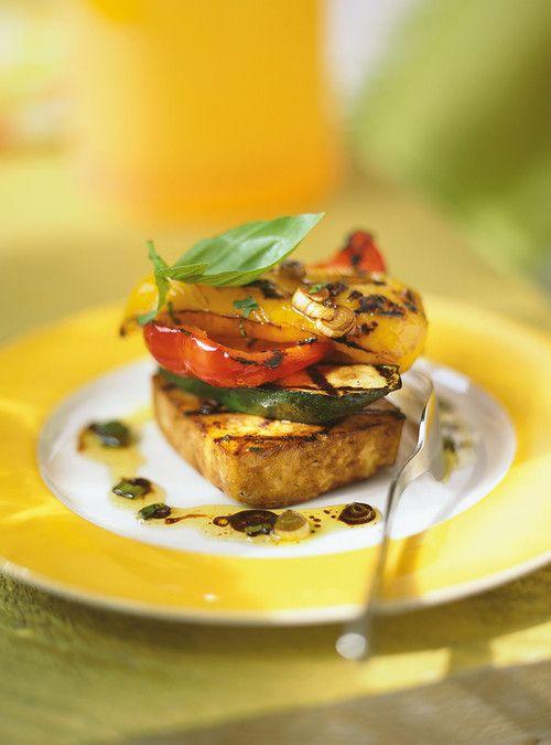Millefeuilles de légumes et de tofu à la méditerranéenne Recettes   Ricardo