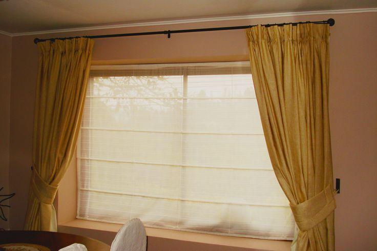 Juego de cortinas, con ojetillo y barra rustico en color Champagne y toma cortinas en tela malla.