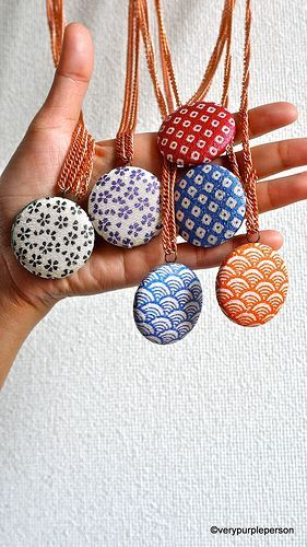 tutorial: fabric button necklace