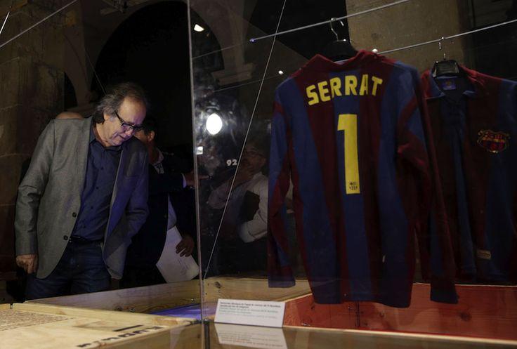 Expo 50 anys de cançons amb la camiseta del Barça.