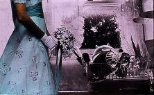 Il titolo di questa mostra è già una chiara dichiarazione di intenti: Nunca he pintado ángeles dorados (Non ho mai dipinto angeli dorati). Eulàlia Grau, artista militante catalana nata nel 1946 e attiva già durante gli ultimi anni del regime franchista, si è costruita un'estetica attaccando con secca ironia gli strumenti che il potere utilizza per controllare il popolo, dalla polizia ai valori famigliari, senza trascurare i media. E dai giornali la Grau ritaglia immagini rimontandole in…