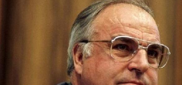 """L'ancien chancelier allemand, Helmut Kohl, dams """"un état critique""""."""