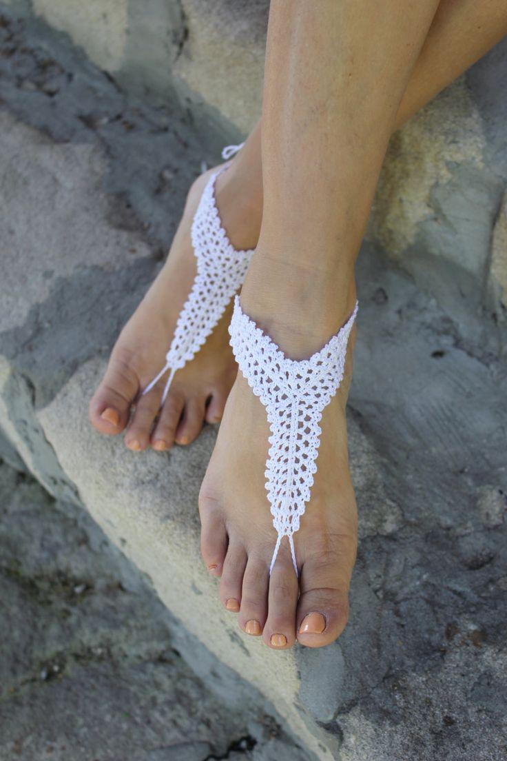 Playa zapatos de boda, idea de regalo blanco de ganchillo descalzo sandalias, joyería nupcial Sexy Yoga, Dama de honor. Playa Blanca de ganchillo de la boda. Variante ideal para playa, piscina, yoga o el hogar. Son ideales para bodas y fiestas en la playa. Regalo de vacaciones agradable para la mujer que le encanta la playa. También será un regalo maravilloso de Dama de honor. 100 % algodón Color: blanco Lavado a mano o máquina de lavar. Secar de manera natural. Por favor no copiar! Est...