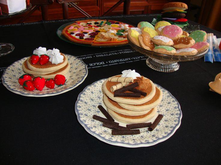 Tortitas de Chocolate con Nata y Barquillos , de Fieltro, para Decoración