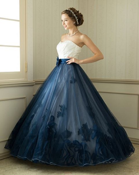 * 『アナスタシア』レンタル¥150,000 http://www.tigdress.com/dress_425.html * ウエスト部分はオフホワイトで スカート部分はネイビーのチュール素材の 流行りのバイカラードレスです♡ * 裾の花のモチーフのデザインもおしゃれ♪ * 大人可愛い、トレンド感満載のドレスです。 * * #TIG #tigdress #weddig #bridal #TIGドレス#ウエディング#ウエディングドレス#ドレス#結婚式#ブライダル#花嫁#プレ花嫁#ドレスサロン#チュール#フラワー#レンタルドレス#ドレスレンタル#ドレス試着#カラードレス#二次会#二次会ドレス#タキシード#リゾートウェディング#ハワイ挙式#ウェディングドレス#結婚式準備#結婚式準備中