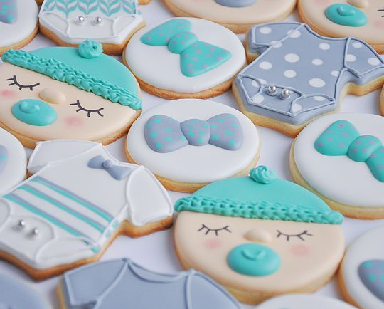 Baby boy sugar cookies. Bowties, onesies and baby faces cookies. Johanie les biscuits | Biscuits