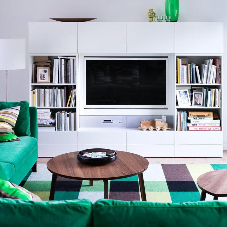"""Combinazione BESTÅ/UPPLEVA con mobile TV, pensili e scaffali a giorno bianchi, e TV a LED da 46"""""""