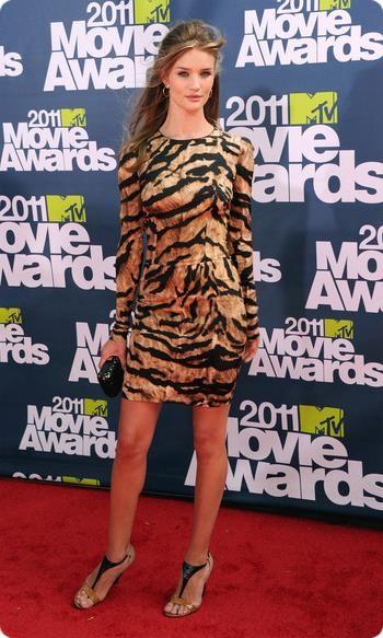 Аманда байнс в леопардовом платье