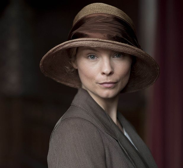 MyAnna Buring joins Downton Abbey as a new maid.    http://www.digitalspy.com/british-tv/s183/downton-abbey/news/a444455/downton-abbey-christmas-special-first-look-pictures.html