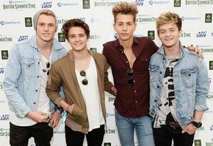 The Vamps looking cute on the camera!!
