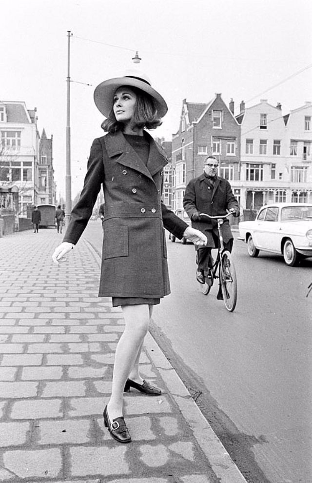 vintage everyday: 20 Vintage Photos Show Beautiful Women's Fashion of the late 1960s in Amsterdam