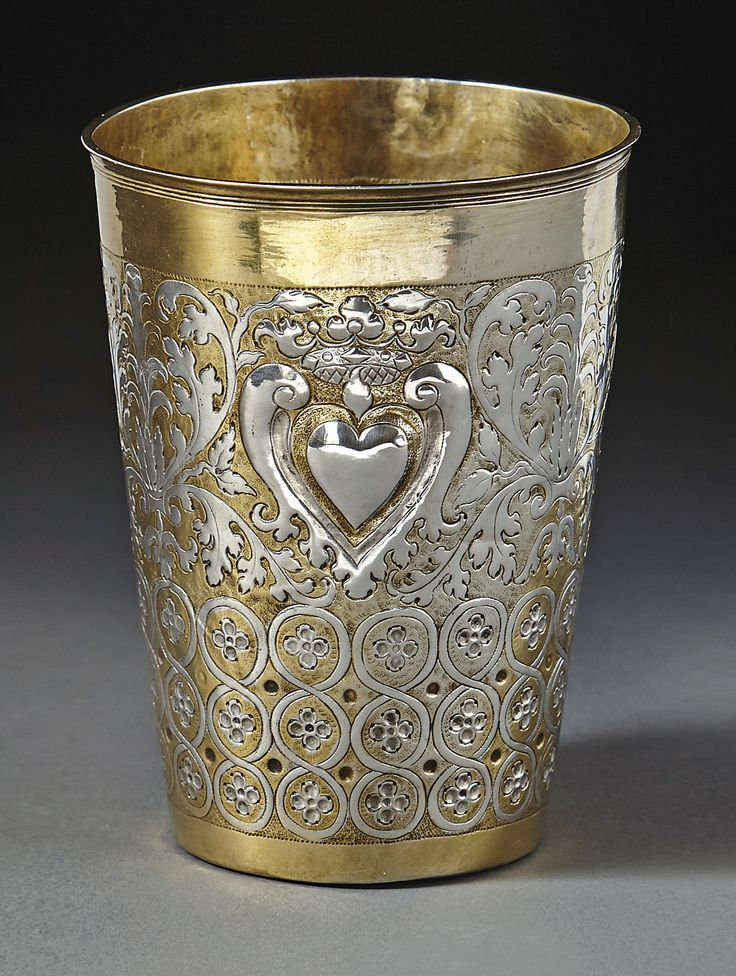 Beaker with a heart motif. Ohlau, 1710. Decorated with Acanthus vines and heart. Silver cast, embossed and engraved. Fully gold-plated inside and partly outside. H. 14.5cm.