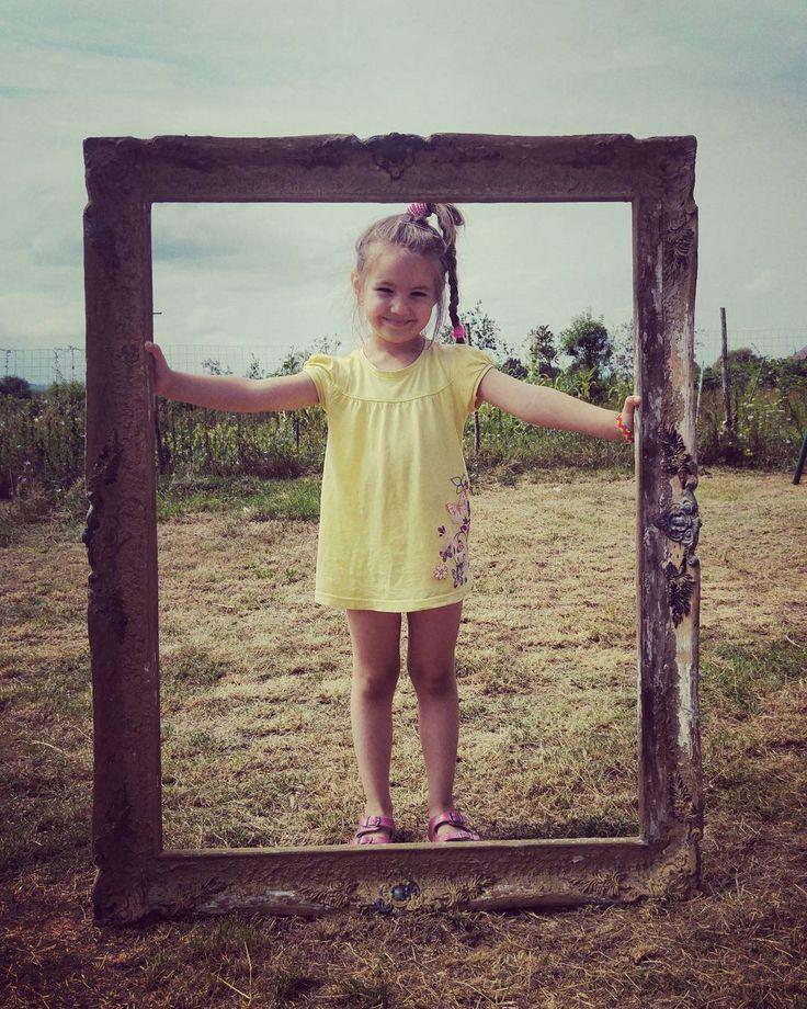 Fata din ramă / The girl in the #frame