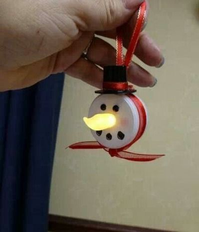 Super cute Christmas ornament. Easy to make too! www.therapyforyourchild.com