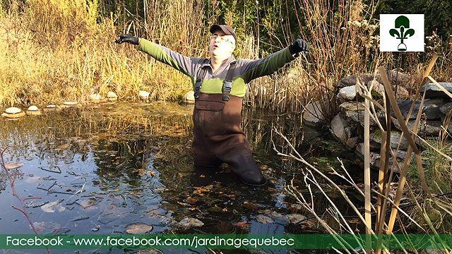 La Pompe de bassin utilisée comme déglaceur. Instructions : http://www.jardinage-quebec.com/deglaceur-bassin-de-jardin/deglaceur-4.html