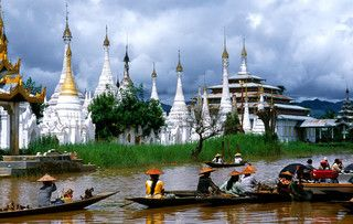 Mercado flotante del lago Inle (Birmania).