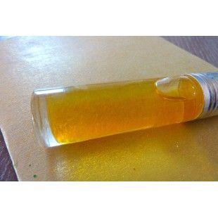 Elixir anti-âge // Type de peaux : Toutes, Mature Quantité des ingrédients : Huile Vierge de Bourrache 2.5 ml, Huile Végétale d'Onagre 5 ml, Huile Végétale Rose musquée 5 ml, Vitamine E naturelle 2 gouttes Préparation : Avant de commencer votre recette, désinfecter les mains, le plan de travail et les ustensiles. Verser les huiles et la vitamine E dans un flacon. Bien secouer. quelques gouttes dans votre crême de jour (si votre peau a besoin de nutrition) ou dans votre crême de nuit
