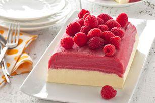 Les desserts congelés font toujours plaisir. Fait de sorbet à la framboise, de pouding instantané JELL-O et de garniture COOL WHIP, celui-ci se prépare en 15 minutes.