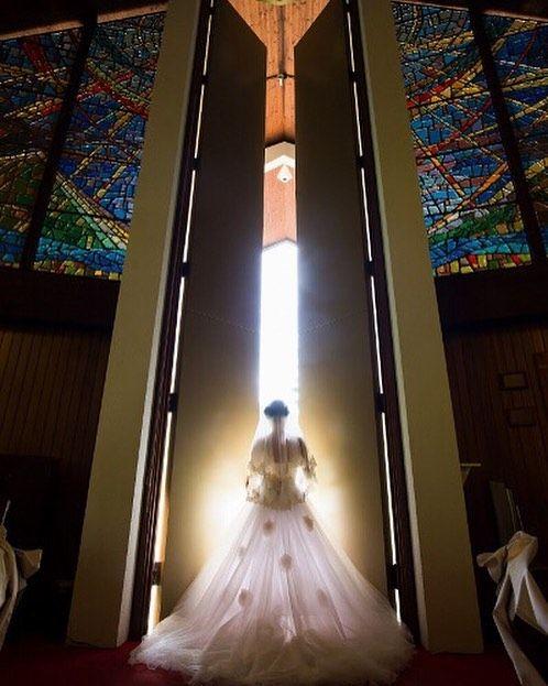 Heritage Bridal Collection International  a moving moment... 感動的な瞬間 #heritage_international#hawaiiwedding#loveyou#brides#oahu#karizmatik_photography#Bride#groom#weddingPhoto#ハワイ#ハワイウエディング#ヘリテージ#大好き#プレ花嫁#花嫁#結婚#結婚準備#ヘリテージブライダル#フォト#Photo#ハワイ挙式#ホノルルコミュ二ティ#ホノルルコミュ二ティ教会#フォトグラファー#ステンドグラス#stainedglass#ステンドグラスグラスのある教会 by heritage_international