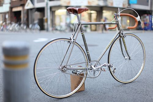 Bicycles: a lovely chic grey fixie bike.