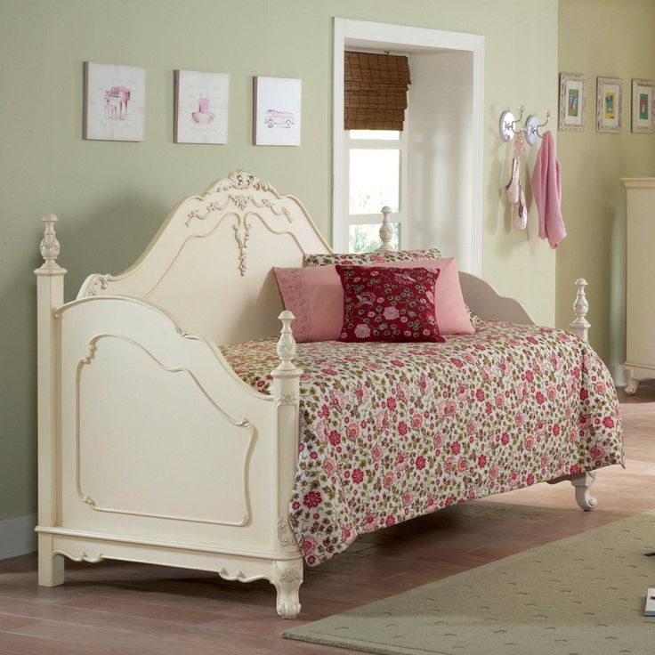 Super Cute Victorian Cottage Style Daybed For Little Girl